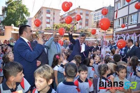 Rize'de Okul Zilini Vali Bektaş Çaldı
